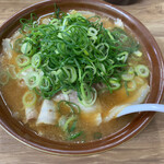 Misutaramen - みそラーメン(720円)に無料の野菜増しとチャーシュー増し(100円)です。チャーシューは10枚ほど。