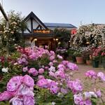 レストラン 栗の里 - 外観写真:ローズガーデン