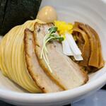 麺屋縁道 - 麺を丁寧に盛り付け!