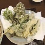 手打ち蕎麦・うどん 郷ごころ - 山菜の天ぷら