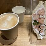 &CAFE - 越後姫のフルーツサンドとカフェラテ