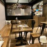 &CAFE - お店の雰囲気