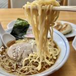 ひかり食堂 - 多加水系の中太縮れ麺