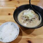 ラーメンUMAMI - 料理写真:味噌ラーメン(並)+ごはん(小)2021.04.15