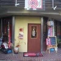 ぴんしゃら ぴんしゃら - 江坂公園のすぐ隣で角が入口なので入りやすいお店です。