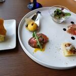 149863511 - 2900円のコース フォカッチャ&前菜5種