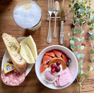 ル カフェ ド ブノワ - 極上のプリンアラモード、カフェオレ、タルティーヌセット+ブリーチーズ♡