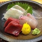 海食亭 むつわん - 2000円コース、②お造り、鯛、ハマチ、マグロ