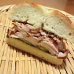 白楽ベーグル - チキンのサンドイッチ 250円