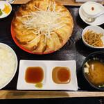 149871293 - 餃子定食