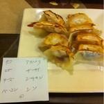 餃子小舎 - 自分好みで…よくばりセット。ベーコンとアスパラが好き♡