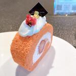 149885050 - 桜のロールケーキ