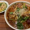 Yamagatagojuubanhantenshanhaichuubou - 料理写真:四川牛肉麺と半チャーハン