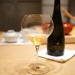 三谷 - Champagne Henri Giraud AY Grand Cru Fut de Chene Brut