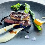 149895558 - 牛フィレ肉とフォアグラのロッシーニスタイル