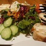 H.P.STYLE Kitchen - ヤギのチーズのサラダ