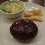ワラウカド - 自家製ハンバーグステーキ オリジナルソース ¥980-