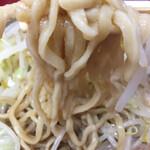 ラーメン二郎 - 細めなデロ麺