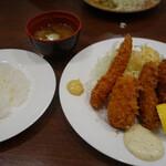 レストラン カタヤマ - 牡蠣フライ、エビフライ、カニコロッケ