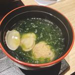 個室和食 肉割烹 吟次郎 - あさり味噌汁 (青味 まりも味噌玉)