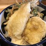 蕎麦といろり焼 創 - 鱚天・野菜のかき揚げ