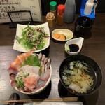 149932029 - 海鮮丼 1,200円                       (サラダ・香物・スープ付)