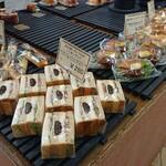 石窯パン工房 Pan De Park - 料理写真:手頃な値段でいろいろな種類のパンが沢山あり、どれも美味しそうです!