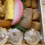 崎陽軒 - 右奥のタケノコの煮物が美味しい