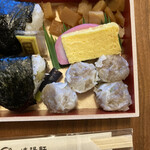 崎陽軒 - おかずはシウマイ弁当に似ています
