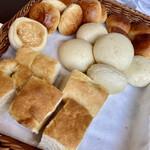 シャンデリア テーブル - パン食べ放題❣️