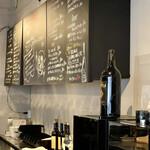 maru 3F - 厨房奥には黒板メニュー 黒板メニューってなんで美味しそうだと感じるんでしょうね