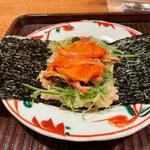 149945828 - 赤貝の手巻き寿司。海苔がパリッパリでうまく巻けない笑