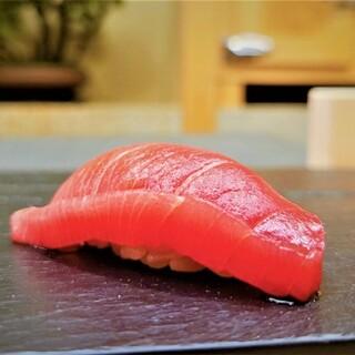 和食と鮨のハーモニーを「おまかせコース」で堪能。
