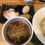 中華蕎麦 はざま - つけ汁と具→特製