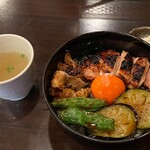 毘央志 - 鶏焼き丼とスープ