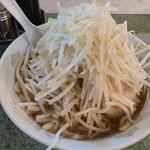 ラーメン二郎 - もやしの下のふとーーーい麺
