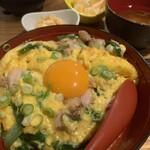 焼き鳥・炙り炭焼き をどり - 塩親子丼