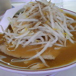 一丸 - 中華そば(もやし+メンマトッピング)スープは鉢にいっぱい