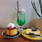 149986015 - クラシックプリン+チーズケーキ+クリームソーダ