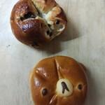ブランジェリー オランジュ - ぶどうパン、クリームパン