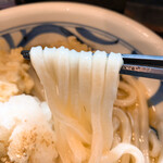 149989981 - 【2021年04月】かしわおろしぶっかけ@900円 (かしわ天、大根おろし)、麺アップ。