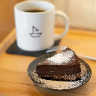 風とコーヒー - ドミニカ ドンペペ ワイニー ナチュラル、チョコレートタルト