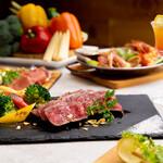 カフェバーファシル - 肉料理は大変好評です。