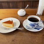 乙コーヒー - ブレンドとチーズケーキ