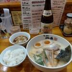 らーめん桃源 - ランチタイムサービスで半ライス40円、水ギョーザ(3コ)120円、コスパよすぎ。