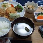 15002941 - 日替わりランチ¥500(白身魚・イカ・ピーマンフライ)