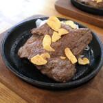 肉バル BEEF KITCHEN STAND - ザブトン(100g) 528円