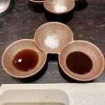 カツレツMATUMURA - ポン酢、塩、ソース