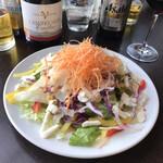 トラットリア ヴィーノ・ヴィーノ - 料理写真:いろいろチーズのサラダ 美味しかったです〜