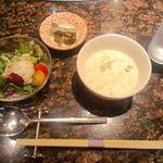 C.フォアグラ・グルメ丼 ¥1000 のサラダ&スープ